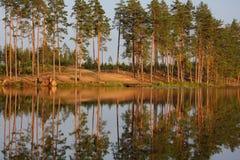 在日落的湖反射 免版税图库摄影