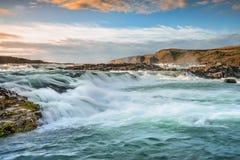 在日落的瀑布,南冰岛 免版税库存照片