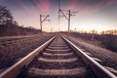 在日落的火车平台 铁路 火车站 库存图片
