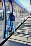 在日落的火车 免版税库存照片