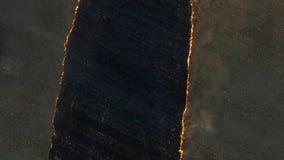 在日落的火领域 英尺长度 大规模火,从上面的看法 通风 影视素材