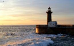 在日落的灯塔 免版税库存照片