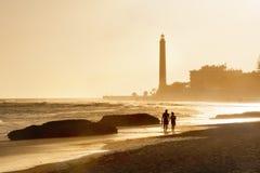 在日落的灯塔 Maspalomas海滩 canaria gran 免版税库存图片