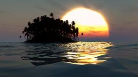 在日落的热带海岛剪影在开放海洋 免版税库存照片
