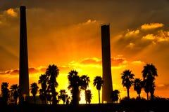 在日落的煤炭发电厂 库存图片