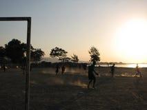 在日落的球门柱 库存照片