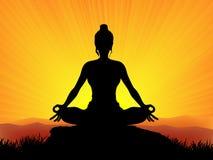 在日落的瑜伽 图库摄影