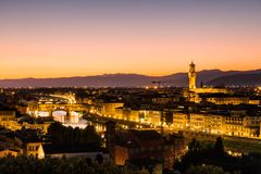在日落的看法对市从米开朗基罗广场的佛罗伦萨 库存照片