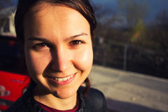 在日落的真正微笑 免版税库存照片