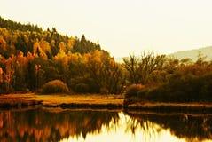 在日落的秋天风景 免版税库存图片