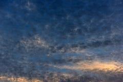 在日落的积云 免版税库存图片