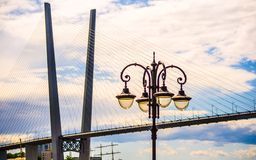 在日落的索桥 免版税图库摄影