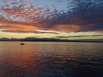 在日落的红色云彩 免版税库存照片