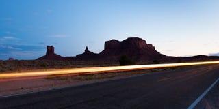 在日落的纪念碑谷,亚利桑那 免版税图库摄影