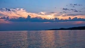 在日落的美丽如画的cloudscape,半岛Sithonia西海岸  库存图片