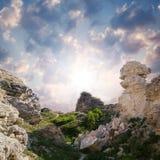 在日落的美丽的峭壁 免版税库存照片
