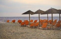 在日落的美丽的海滩 免版税库存照片