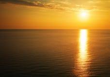 在日落的美丽的海洋 免版税库存照片