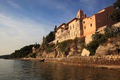 在日落的美丽的Rab,克罗地亚 免版税库存照片