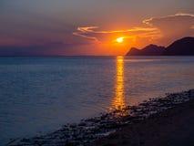 在日落的美丽,多彩多姿的云彩 图库摄影