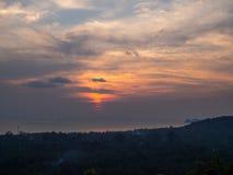 在日落的美丽,多彩多姿的云彩 库存照片