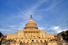 在日落的美国国会 免版税库存图片