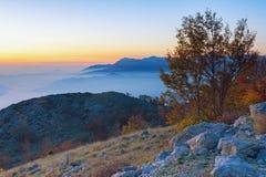在日落的美好的山风景 黑山, LovÑ nat 的en 库存图片