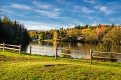 在日落的美好的秋季风景 免版税图库摄影