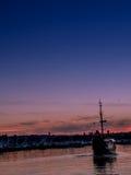 在日落的老历史风帆船 免版税库存图片
