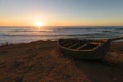在日落的老渔夫小船,摩洛哥 库存照片