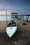 在日落的老渔船在沙巴,东马来西亚 免版税库存照片