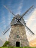 在日落的老风车,拉脱维亚,欧洲 库存图片