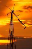 在日落的老风车 库存图片