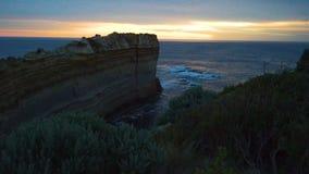 在日落的背脊监视在大洋路的十二位传道者在澳大利亚 影视素材