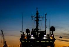 在日落的船 免版税库存图片