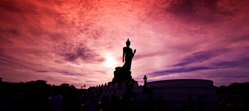 在日落的菩萨雕象 库存照片