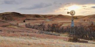 在日落的蒙大拿风车 免版税库存图片