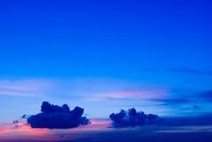 在日落的蓝色云彩 图库摄影