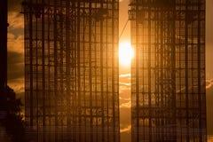 在日落的被带领的屏幕显示 免版税图库摄影