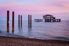 在日落的西部码头在布赖顿,英国 免版税图库摄影