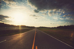 在日落的路 免版税库存照片