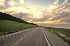 在日落的路 免版税库存图片