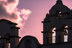 在日落的钟楼 免版税库存照片