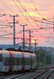 在日落的铁路火车 免版税库存图片