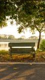 在日落的长凳 免版税库存图片