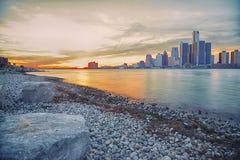 在日落的长的曝光底特律地平线 库存图片
