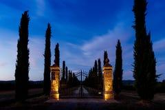 在日落的门在托斯卡纳 库存照片