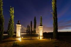 在日落的门在托斯卡纳 免版税库存图片