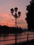 在日落的闪亮指示 免版税库存照片