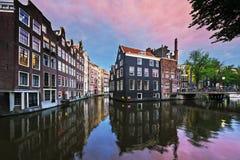 在日落的阿姆斯特丹运河 免版税图库摄影